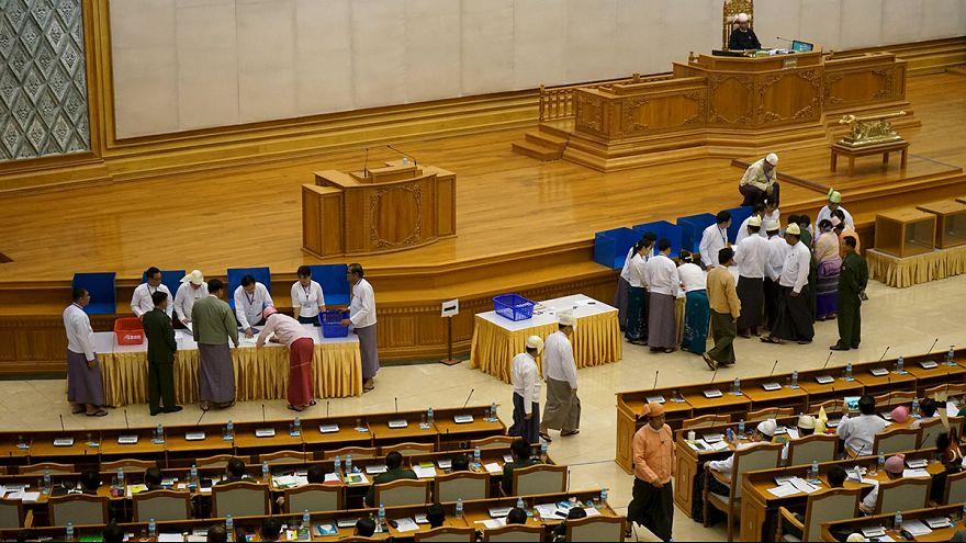 برلمان ميانمار يرفض مشروع قانون تقليص دور الجيش في البلاد