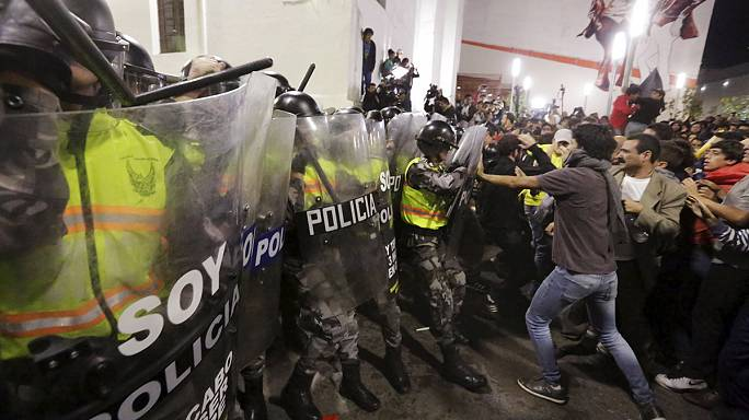 Két új adónem bevezetése miatt ezrek vonultak utcára Ecuadorban az elnök távozását követelve