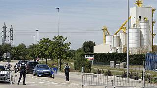اعتداء على مصنع فرنسي من قبل شخص يحمل راية إسلامية