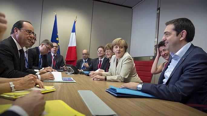 Euro Bölgesi maliye bakanları Cumartesi günü Yunanistan'ı tekrar masaya yatıracak