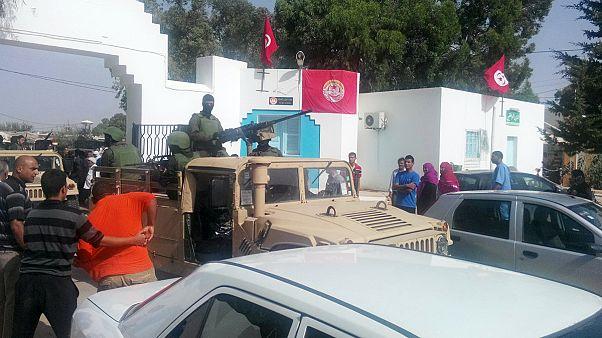 حمله تروریستی به یک هتل گردشگری در تونس دست کم ۲۷ نفر کشته برجا گذاشت