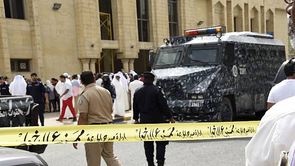 Kuwait: suicide attack kills many in mosque