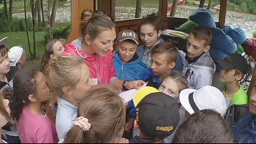 En Ukraine, une colonie de vacances pour les enfants de soldats, dans la résidence privée de l'ancien président Ianoukovitch