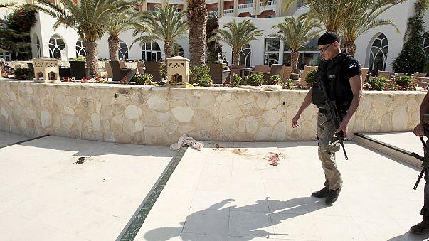 Egymás után hagyják el Tunéziát a nyaralók