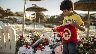 Miles de turistas abandonan Túnez tras el ataque contra el complejo hotelero en Susa
