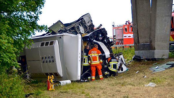 واژگون شدن اتوبوس دانش آموزان در اتوبانی در بلژیک