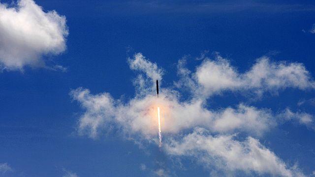 انفجار صاروخ فالكون 9 دقيقتين بعد إقلاعه