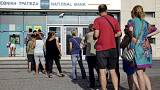 Greeks rush to withdraw cash ahead of week-long bank closures