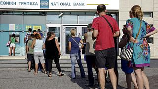 Greeks rush to withdraw cash ahead of week-long bank closures