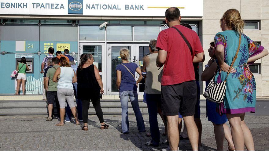 Largas colas en cajeros tras el anuncio de Tsipras del cierre de bancos