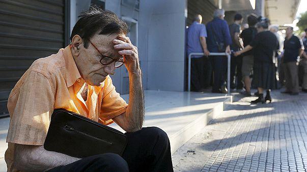 Kepenk kapatan Yunan bankalarında aşırı yoğunluk