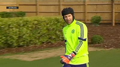 Petr Cech signs with Arsenal
