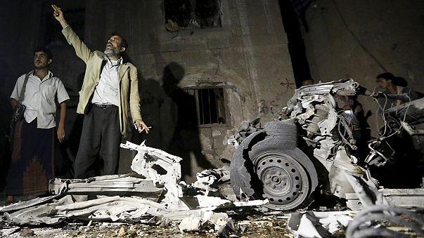 Yemen: una treintena de muertos al explotar un coche bomba en Saná