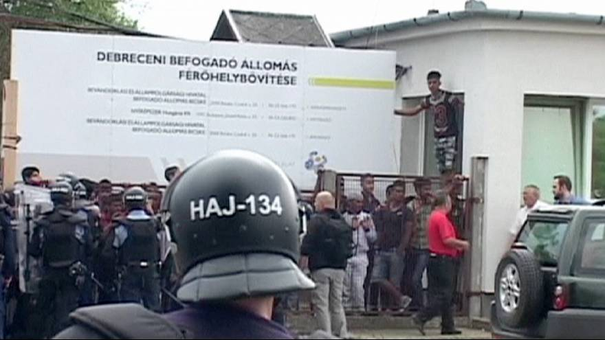 Hungria: confronto em campo de imigrantes sobrelotado