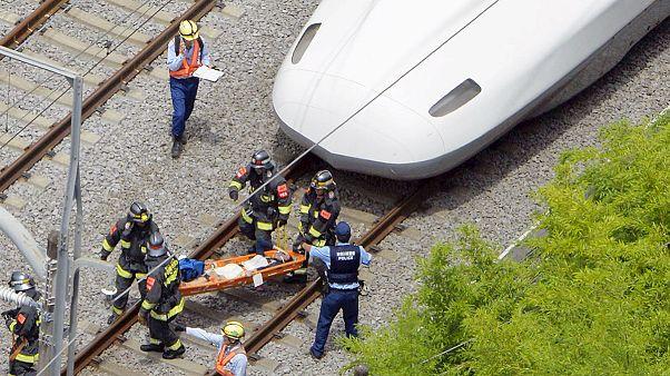 رجل يحرق نفسه في قطار شنكانسن الياباني
