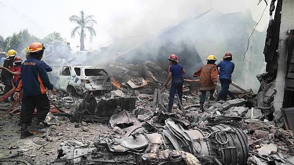 Авиакатастрофа в Индонезии: военный самолет упал на жилой квартал