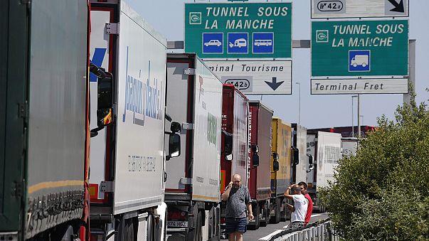 إغلاق نفق بحر المانش بسبب احتجاج عمال فرنسيين على إنهاء عقود عملهم