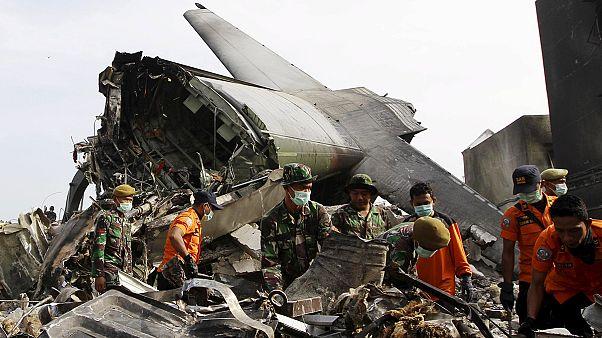 سقوط هواپیمای نظامی در اندونزی؛ شمار تلفات جانی ۱۴۰نفر اعلام شد