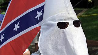 Felgyújtott templomok és Ku Klux Klán gyűlés Dél-Karolinában