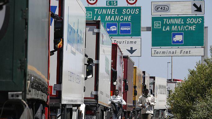 Ismét káosz van Calais-ben, egy szakszervezet lezárta a Csalagúthoz vezető autópályát