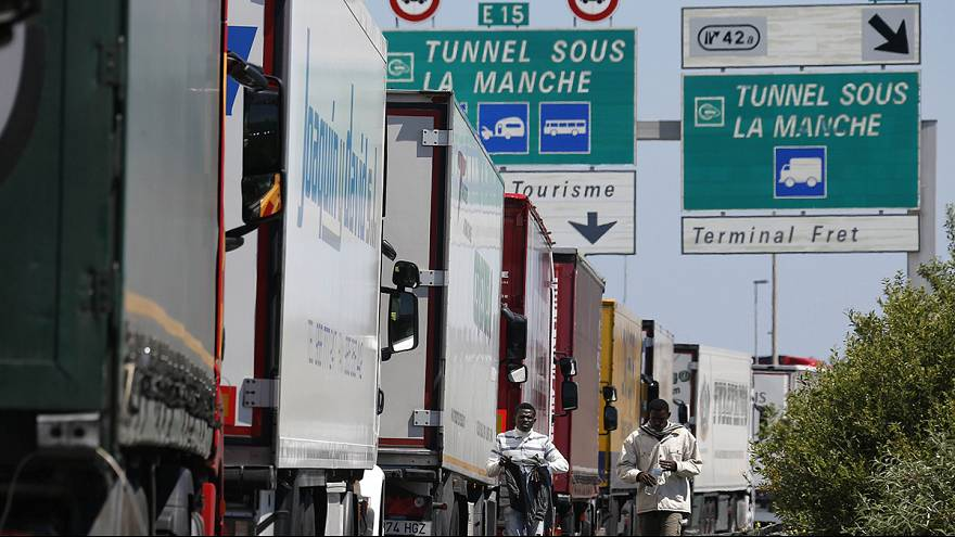 Calais : le port reste bloqué, les marins menacent de perturber la ciruclation jusqu'à samedi
