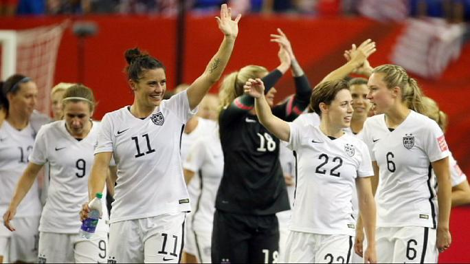 منتخب الولايات المتحدة للسيدات يتأهل لنهائي كرة العالم بعد ضربة جزاء مثيرة للجدل