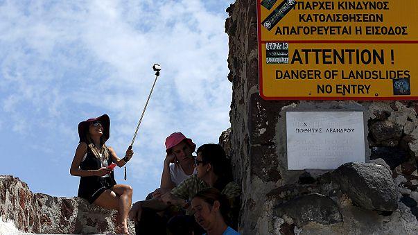 Yunanistan'da turizmcilerden 'nakit para' talebi