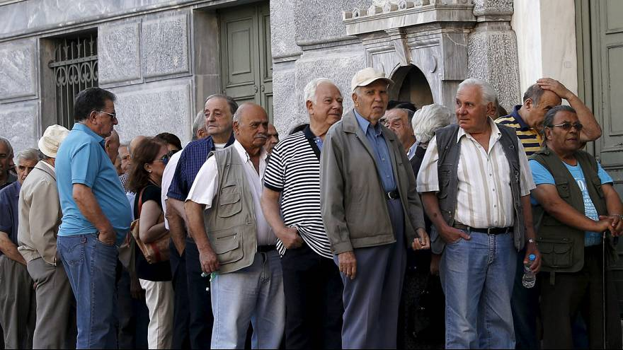 الازمة اليونانية: المتقاعدون يصطفون أمام المصارف