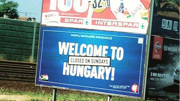 Sorry for our prime minister – plakátokkal vágtak vissza a magyar kormánynak