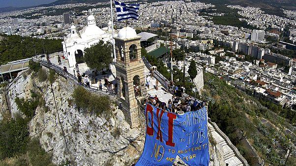 اليونانيون منقسمون بشأن استفتاء الاحد