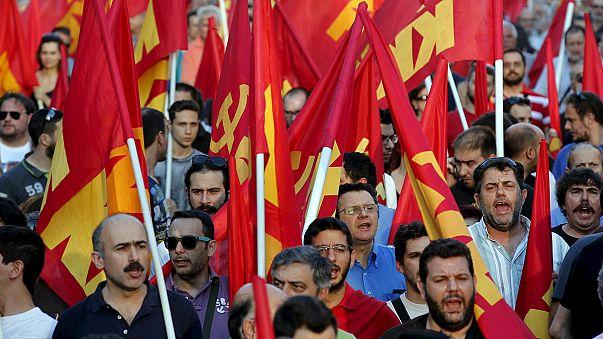 Yunan sol partiler AB'yi protesto etti