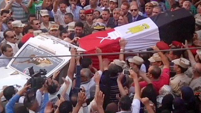 مصر تشيّع أحد جنودها الذين قتلوا في هجمات تنظيم الدولة الإسلامية شمال سيناء