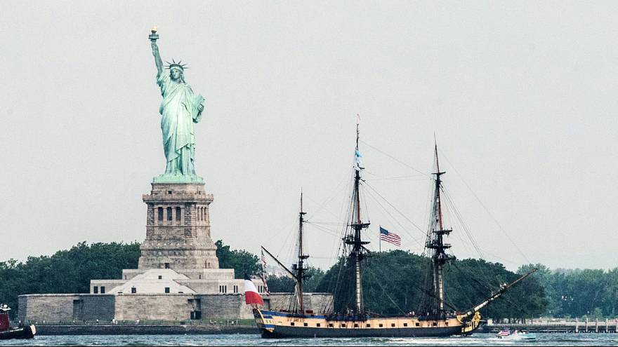 L'Hermione arrives in New York city