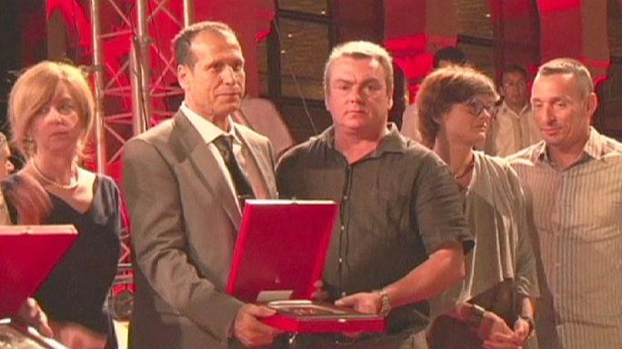 Жертвам терактов в Тунисе посвящены церемонии в столице Туниса и Великобритании