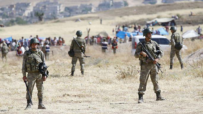Török csapaterősítés a szír határnál