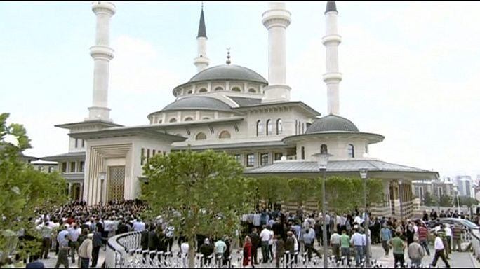 Presidente turco inaugura mesquita