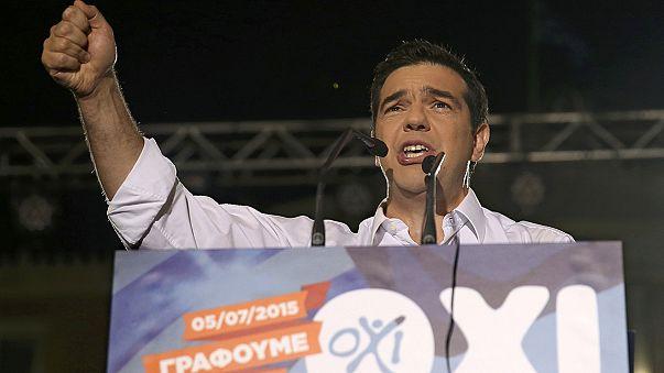 """Grecia: Tsipras in piazza per il """"no"""", manifestazione parallela per il """"si"""""""
