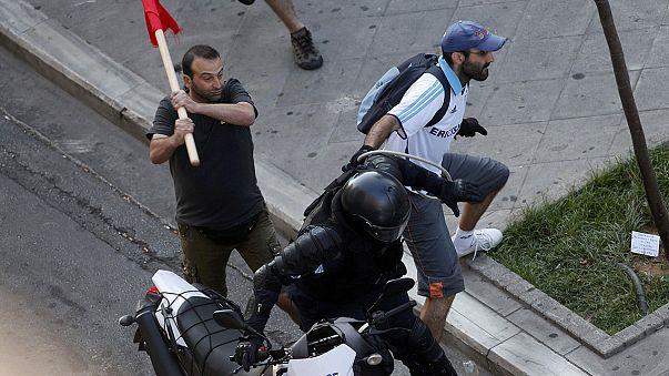 """Athén: Könnygáz és összecsapás a békés """"Nem""""-tüntetés előtt"""