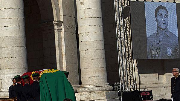 Corpo de Eusébio transladado para o Panteão