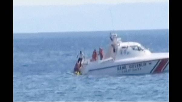 Bebé à deriva em boia salva pela guarda costeira turca