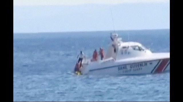خفر سواحل التركي ينقذ رضيعة تطفو وحيدة في عرض البحر