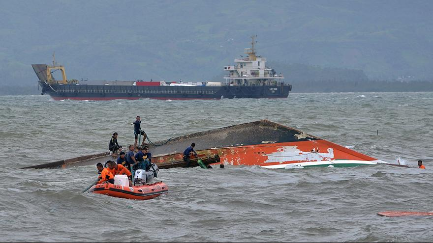 Tragedia en aguas filipinas al volcar un barco con 200 pasajeros