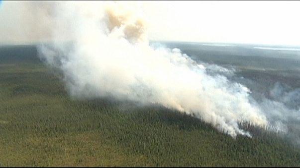 حرائق الغابات تجبر اكثر من خمسة آلاف كندي على إخلاء منازلهم