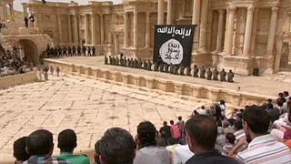 تنظيم الدولة ينشر شريط مصور لإعدام جنود سوريين على مدرج تدمر الأثري