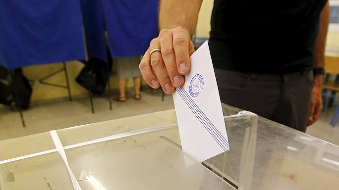 بَدءُ الاستفتاءِ المصيري في اليونان