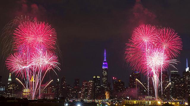 US: parades and fireworks for Independence Day