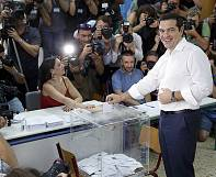 Greece: referendum voters cast their ballot