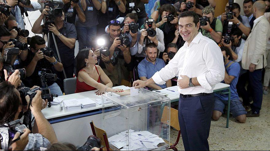 Greece: referendum voters cast their ballot