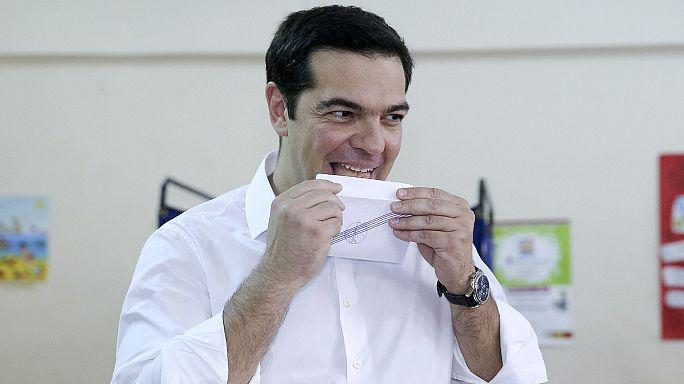 Görög népszavazás: leadta voksát a jelenlegi és a volt kormányfő