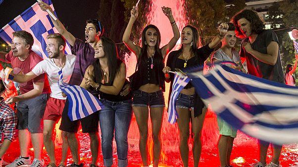 جشن و شادی مردم یونان پس از رای منفی در همه پرسی